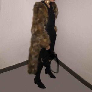 Exklusiv päls kappa som är 1000% äkta. Jag är 173 cm. Köpt för 7800:-