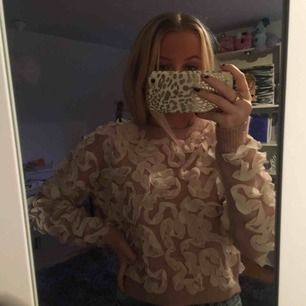Finsste tröjan från Zara, kommer dock aldrig till användning då jag har massa annat :( nypriset var 450kr och den är helt oanvänd. Kontakta mig för mer info eller för stt förhandla priset