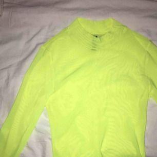 Neongrön/gul mesh-topp från h&m, aldrig använd. Kan mötas i norrköping eller frakta💚
