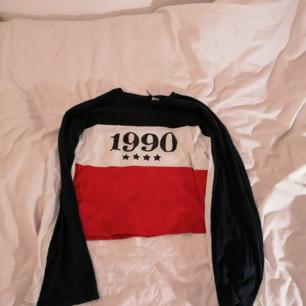 Lång ärmad, lite cropped tröja i bra skick, använd få gånger.