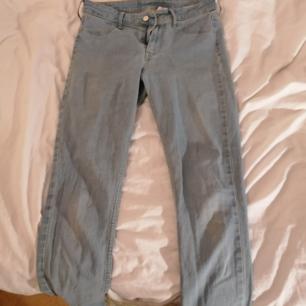 Mellan midjade skinny jeans