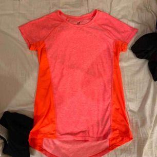 Två helt nya träning tröjor! 80kr st eller båda för 150kr!