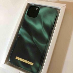 Säljer detta sjukt fina, helt oanvända skal från Ideal of Sweden, skalet är för iPhone 11 PRO MAX. Säljer pga köpte fel modell. Köparen står för frakt annars mötas i Bromma.