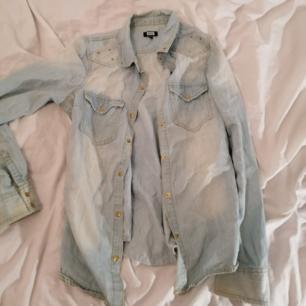 Jeans skjorta med pärlor