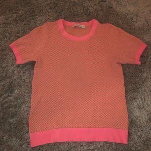 Säljer min jätte söta T-shirt från zara. Använd ca 3 gånger så att den är i jätte bra skick.💕💕