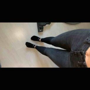 Ett par jättesköna och snygga Jeans ifrån Gina, frakt tillkommer🥰 går självklart att få fler bilder vid intresse❣️