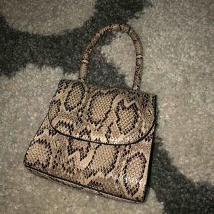 Mini purse från nelly. Oanvänd och är i jättebra skick.