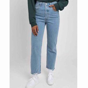 Skitsnygga Levi's jeans i modellen ribcage straight ankle! Säljer då dom tyvärr inte passar mig, superfint skick! Kan mötas upp i Stockholm😊
