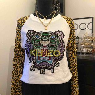 Säljer nu en helt ny kenzo tröja som passar xs/s, inte äkta därför billigt pris.  Tar swish, frakten betalar köparen!