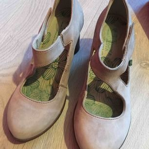 El Naturalista shoes. Size 38. Very comfortable. Leather with rubber soles. Good condition.