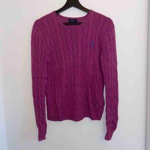 Fin kabelstickad tröja från Ralph Lauren, varsamt använd så väldigt bra skick! 😊
