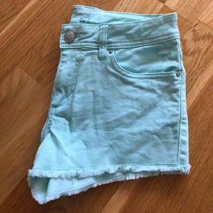 💦Kortbyxa 🦩 Jeans short Storlek 36 Nyskick, använd 2gånger  30 kr 📮Kan skickas mot fraktkostnad 🚫Djurfritt och rökfritt hem