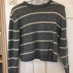 Stickad tröja från HM i storleken XS. Jag har knappt använd denna och nypriset var 199kr, säker för 70kr