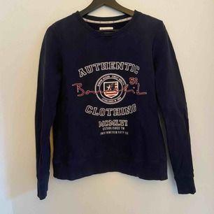 """Säljer denna fina tröja från Bondelid, ganska """"boxig""""  modell ! 😊"""