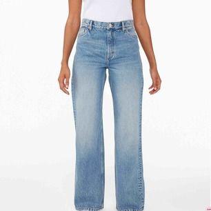 Snygga byxor från monki i modellen Yoko. Är ca 170 och de är lika långa på mig som på bilderna, men tyvärr är de lite förstora så säljer därför vidare! Frakt kostar 50kr