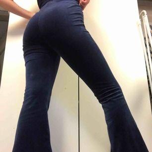 Världens skönaste mjukisbyxor (bootcut) från carlings🦋 väldigt fint skick men för korta för mig😢 (är 176cm) 🦋
