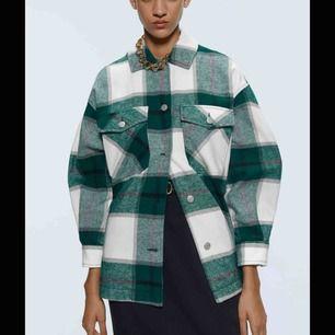 Populär rutig jacka från Zara ,helt slutsålda på hemsidan Som ny!