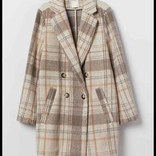 Populär kappa från h&m, finns inte i butik längre. sparsamt använd