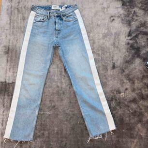 Ljusblåa zara jeans