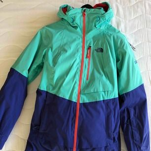 Superfint North Face set av Steep Series skidkläder. Både jacka och byxor är i storlek S. Endast använda 2 skidresor! Köpare står för frakt!