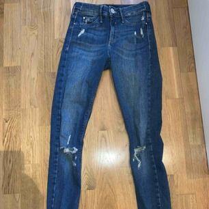 Jeans från River Island Storlek 32 Frakt: 79kr