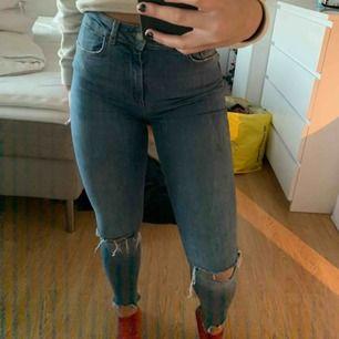 Skit snygga jeans, sparsamt använda! Hör av er vid frågor!