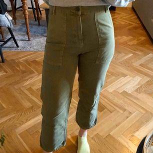 Cargo byxor från Gina Tricot. Använda 2 ggr, som nya. ✨ kan mötas upp i Stockholm eller skicka (köparen står för frakten).