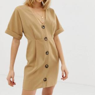 Superfin & trendig klänning! Helt oanvänd! Nypris 699kr! Frakt 66kr!