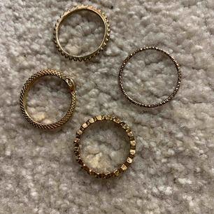 Säljer 4 skit coola ringar ASOS☺️ jag säljer dem pågrund av att dem är tyvärr förstora för mig för ja har väldigt små fingrar. Nypris: 80 kr för alla    säljer: 15 kr st & 60 kr för alla Kontakta mig vid intresse och för fler bilder 🥰