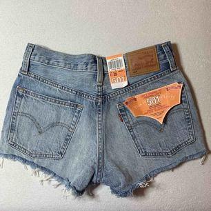 Riktigt snygga levi's 501 jeansshorts i storlek 25, köpt på Nelly.com