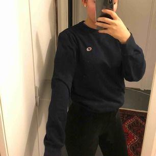 Champion sweater i storlek M, nästintill oanvänd.