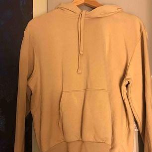 Beige hoodie från divided, använd 1 gång Köparen står för frakt