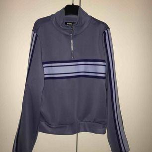 Två jättefina tröjor med dragkedja från bikbok. Säljer pågrund av att jag aldrig använder. Säljer båda för 200kr eller en för 130kr. Frakten är inräknad i priset ❤️