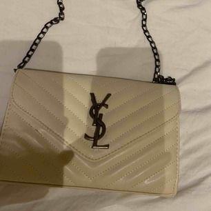 Fake väska från ysl. Sparsamt använd. 300kr + frakt