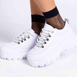 Chunkey sneakers från Madlady! Använda 1 gång. Sjukt sköna och fina. Säljes pga har för många skor! Bilder lånade från madlady🌞