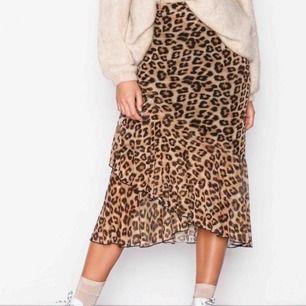 Riktigt snygg kjol i leopardmönster från Nelly.com. Storlek XS, använt fåtal gånger! Ser ut som nyskick! Är slutsåld!!   Nypris 299:-.