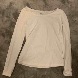 Oanvänd vit långärmad tröja från lager 157