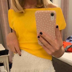 Jättefin gul off soulder tröja från mango, använd typ 1-2 ggr