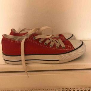 Röda Converse storlek 37