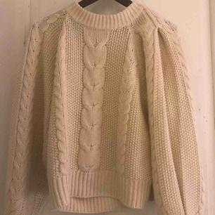 Beige/vit stickad tröja från NA KD fint skick