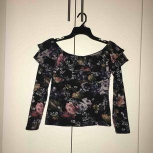 Jättefin tröja från hm. Säljer pågrund av att jag aldrig använder. Frakten är inräknad i priset ❤️