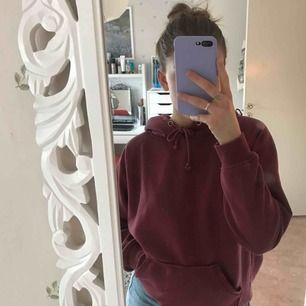 rosa hoodie från BikBok, flitigt använd men ändå bra skick.