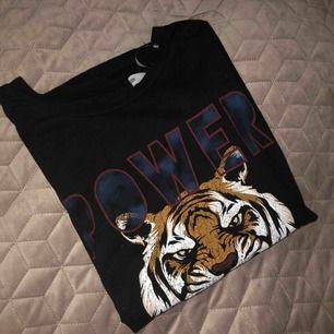 T-shirt från lager 157. Använd fåtal gånger, bra skick. Säljer för 50kr+ frakt