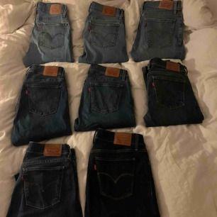 8 stycken par svinsnygga äkta levis jeans i modelnr 710 Olika mycket använda men alla i bra skick! Finns i lite olika nyanser och storlekarna skiljer sig också! Nypris 1200kr
