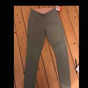 Helt nya träningsbyxor från kaari traa( prislapp finns kvar) byxorna kostade 600 kr i nypris. Säljer de pågrund av att de inte passade.