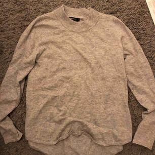 Tröja från Gina tricot i jättefint skick, väldigt mjuk och fin. Säljer pga använder den inte längre och den är lite liten för mig.