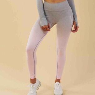 I princip helt nya gymshark tights i en modell som inte längre säljs. Dem är i nytt skick och har inga skador!  Vid snabb affär delar vi fraktkostnaden 🥰