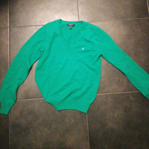 Fin v-ringad tröja från GANT. Perfekt till våren och sommaren, använd 2 gånger.