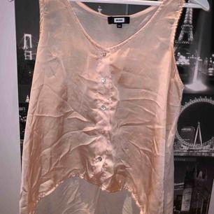 Skitsnygg skjortliknande linne i champagne färg