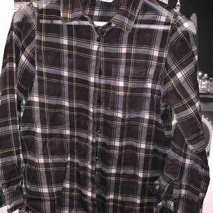 Genomskinlig skjorta